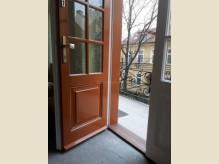 Belvárosi társasház - függőfolyosó ajtó (3).jpg