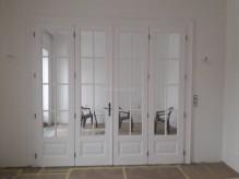 Klasszikus stílusú, alul mart kazettás + osztott üveges 4 szárnyas térelválasztó ajtó.jpg
