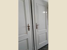 Klasszikus stílusú beltéri ajtó.jpg